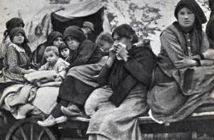 profughi abbandonano le case dopo caporetto